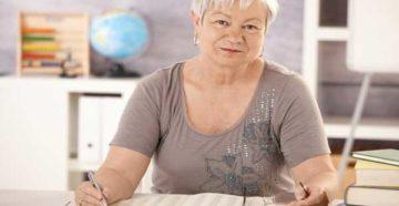 Пенсия учителям и педагогическим работникам за выслугу лет